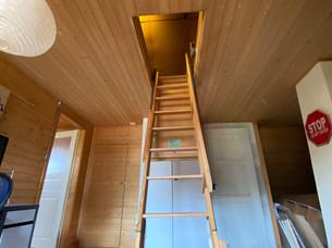 Aufzugstreppe zum Estrich.jpg