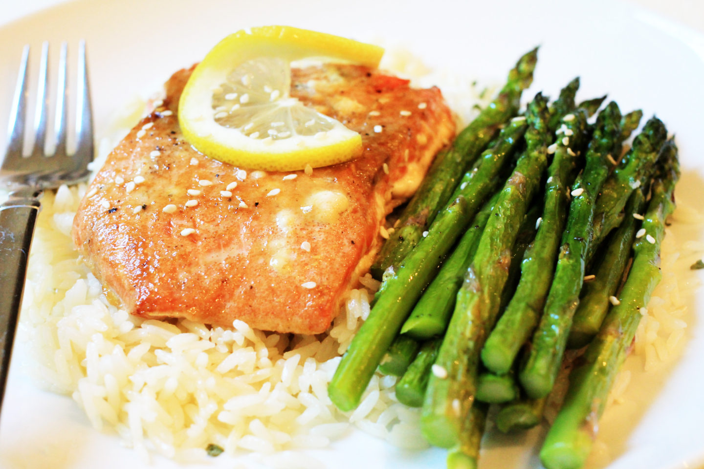 close-up-of-salmon-rice-and-asparagus-14