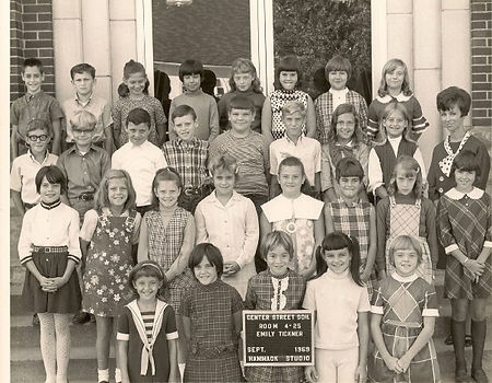 Old photo of Lynn Swords' mom with her 4th grade class