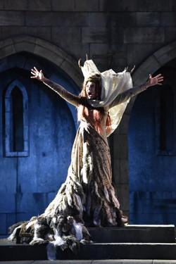 Ceri Lyn Cissone as Hecate