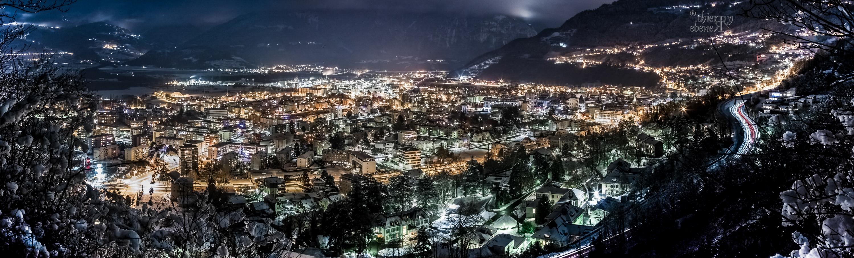Monthey de nuit sous la neige