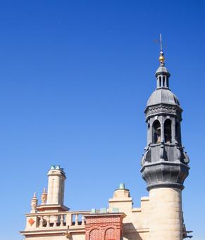 Campanile au sommet de la tour carrée