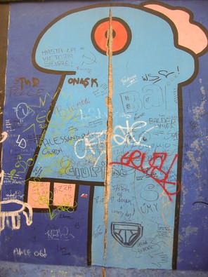 East side gallery (2004) - Peintre français, Thierry Noir.