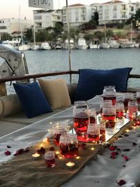 Datça'nın eşsiz koylarını gezerken teknede evlilik teklifi