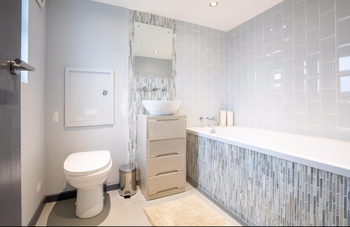 One of 3 bathrooms.png
