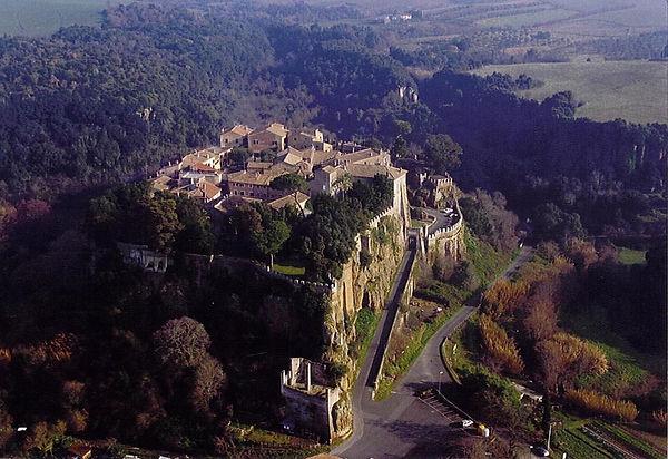 Castello di Ceri.jpg