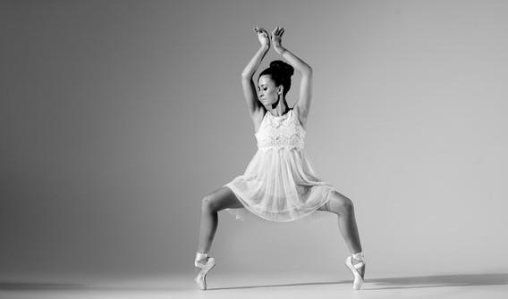 Achtergrond danseres zwart wit 2.jpg
