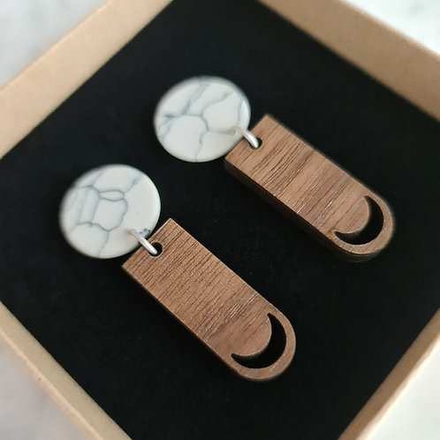 MOON - oorstekers 'marmer' met lange hanger