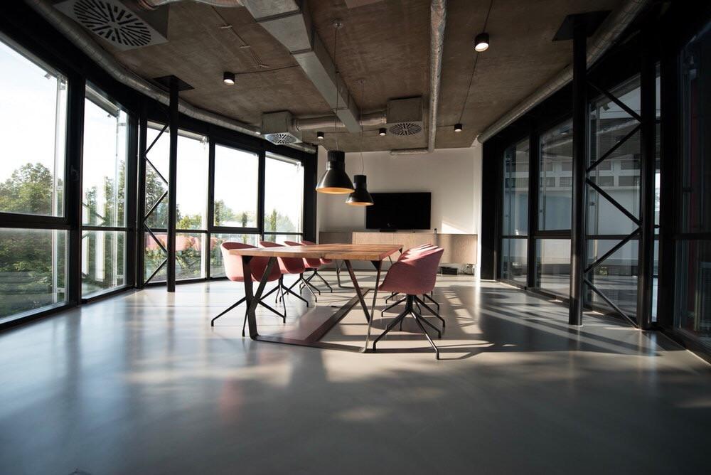 Constant lighting thường áp dụng với văn phòng hoặc nhà xưởng
