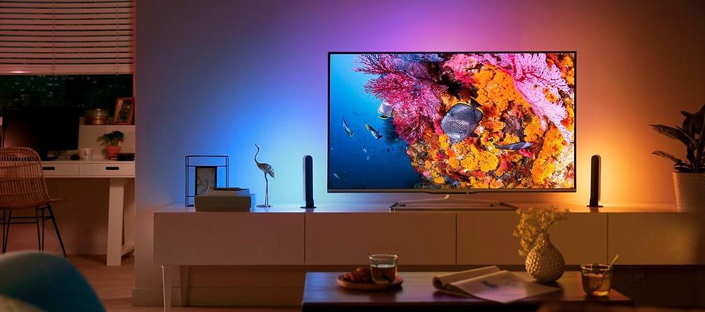 Ánh sáng nhiều màu sắc tạo không gian đẹp mắt trong căn nhà thông minh