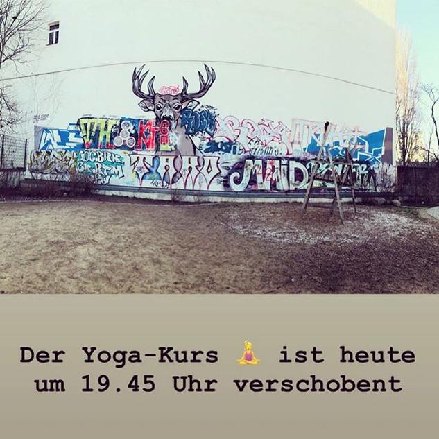 Der Yoga-Kurs ist heute um 19.45 Uhr ver