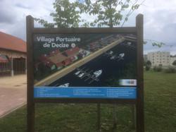 Panneau d'accueil - Village portuaire de Decize