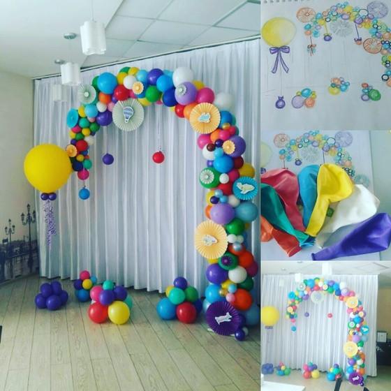 Необычная арка из воздушных шаров