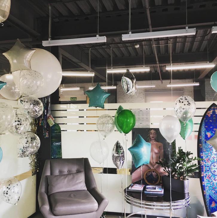 Воздушные шары в интерьере офиса