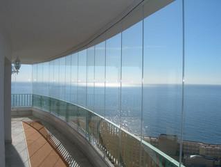 Cortinas de cristal: el cerramiento ideal para tu terraza o balcón...