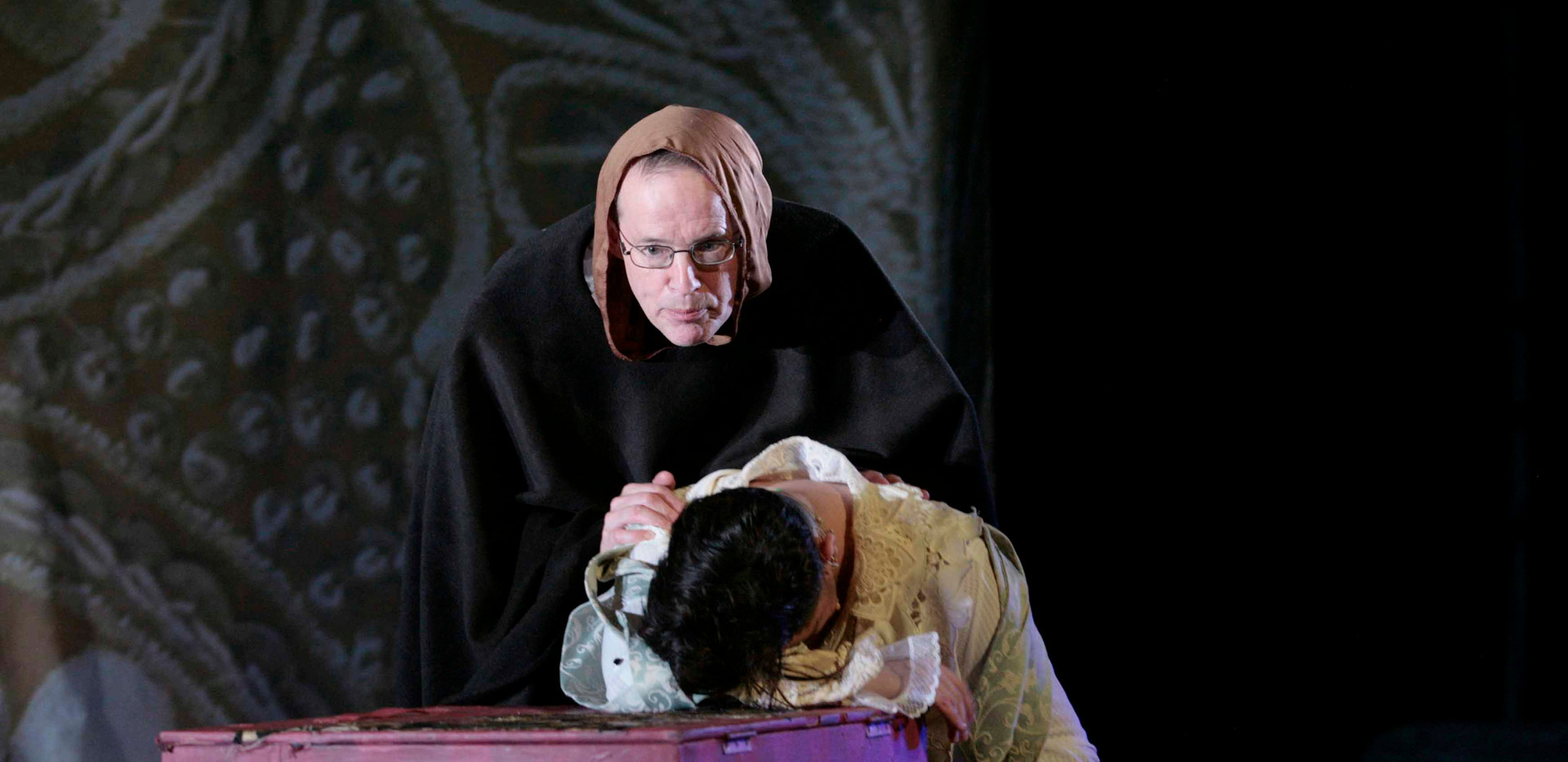 ok friar with romeo in celd.jpg