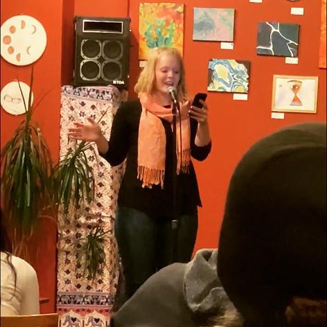 Kelsey Bigelow performing at Poetry Unplugged