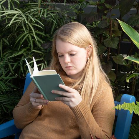 Kelsey Bigelow reading