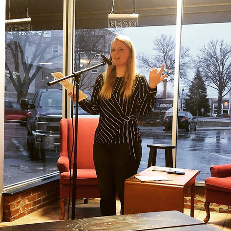 Kelsey Bigelow featuring at Indianola open mic