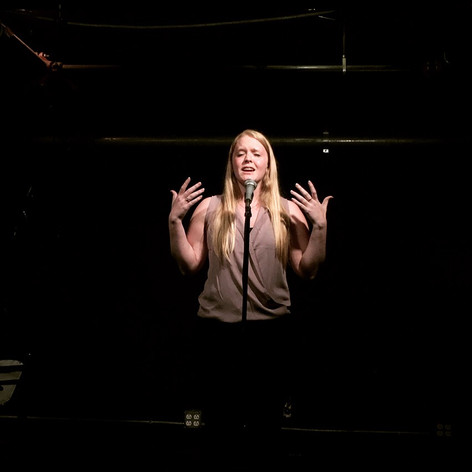 Kelsey Bigelow performing at Boston Poetry Slam