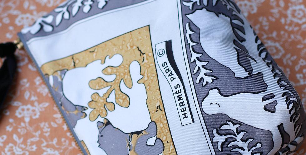 Clutch nr 74 re-designet av vintage silkeskjerf