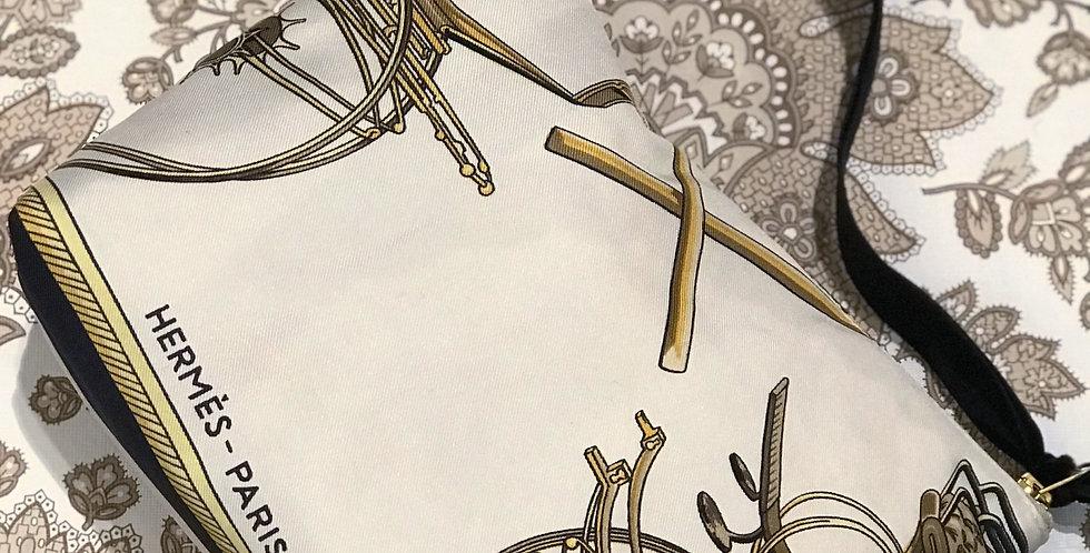 Clutch Nr 84 re-designet av vintage silkeskjerf