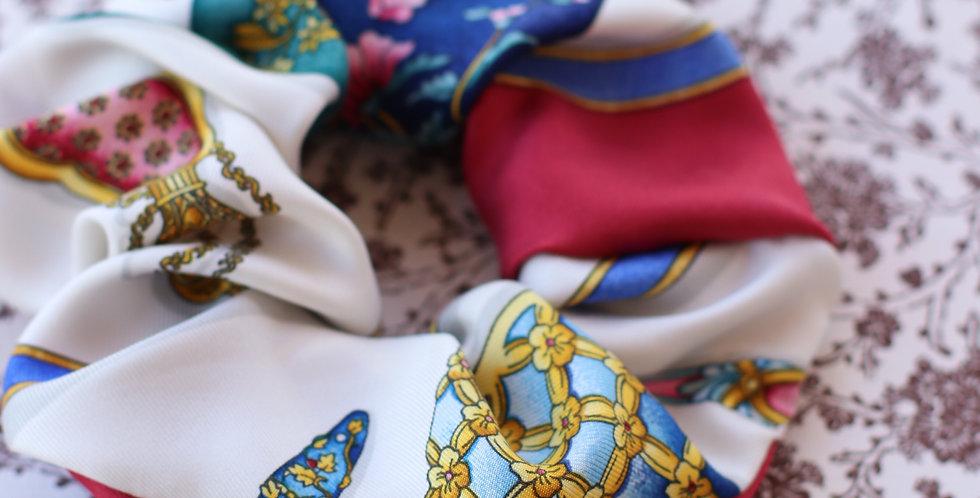 Schrunks av vintage silkesjerf