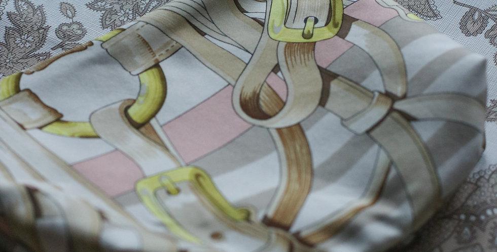 Clutch nr 2  re-designet av vintage silkeskjerf