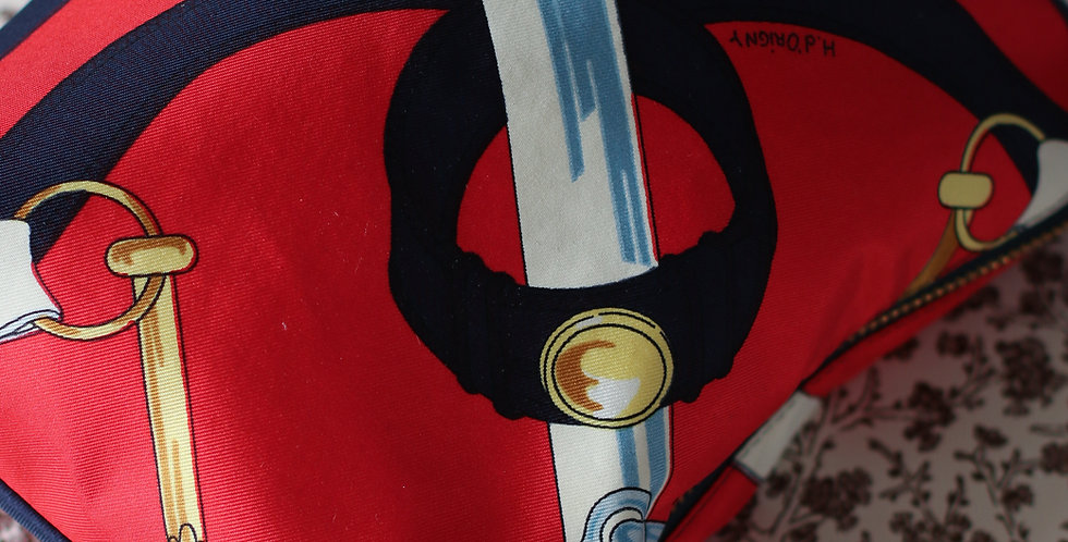 Clutch nr 90 re-designet av vintage silkeskjerf