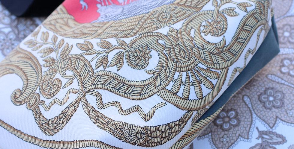 Clutch nr 58 re-designet av vintage silkeskjerf