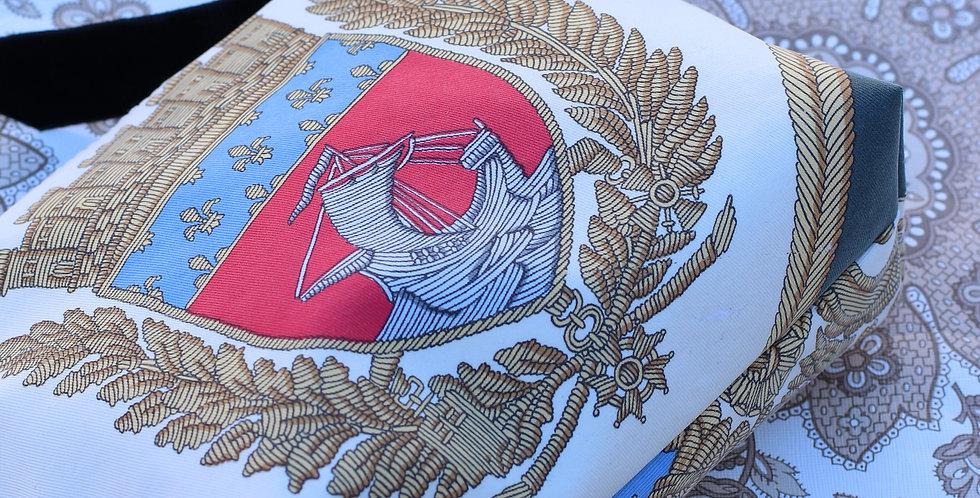 Clutch nr 60 re-designet av vintage silkeskjerf