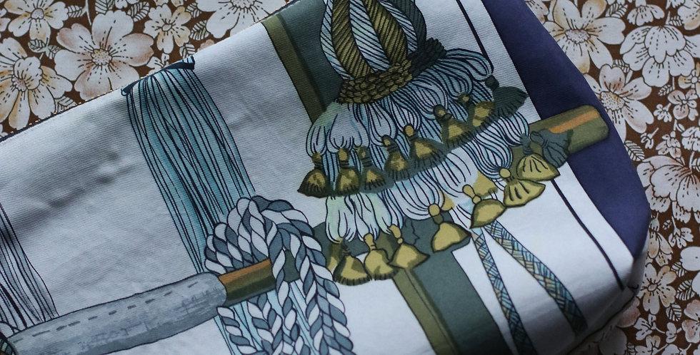 Clutch nr 17 re-designet av vintage silkeskjerf