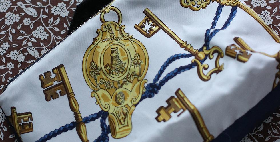 Clutch nr 10 re-designet av vintage silkeskjerf