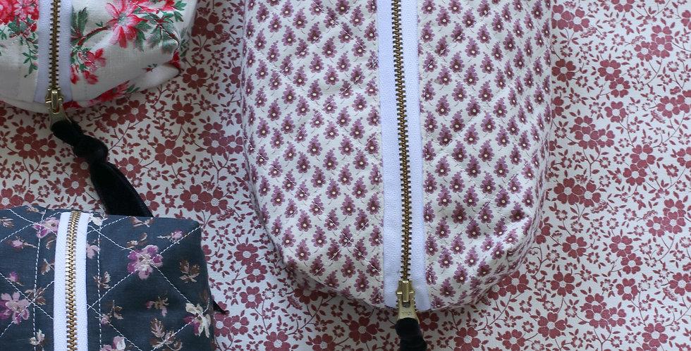 Make-up pung av vintage sort blomstret tekstil