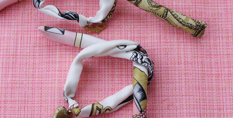 Armbånd av vintage silkeskjerf