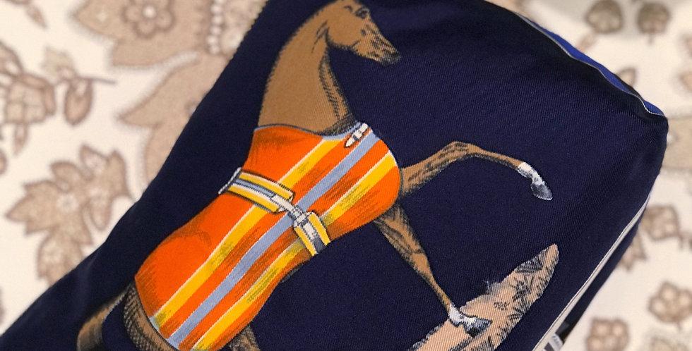 Clutch nr 82 re-designet av vintage silkeskjerf