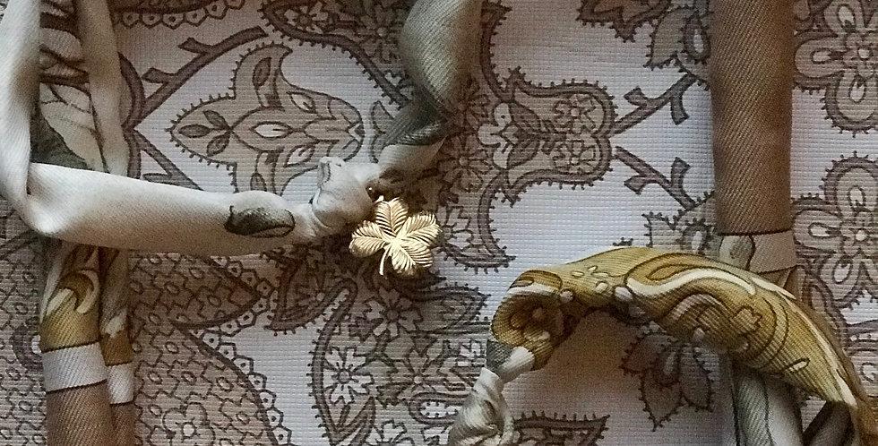 Armbånd re-designet av vintage silkeskjerf