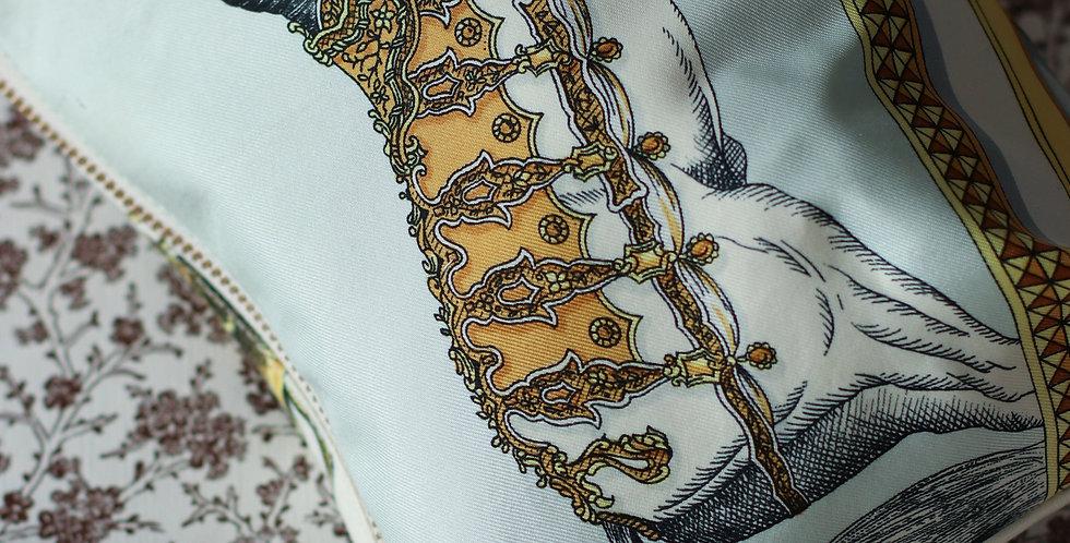 Clutch nr 91 re-designet av vintage silkeskjerf