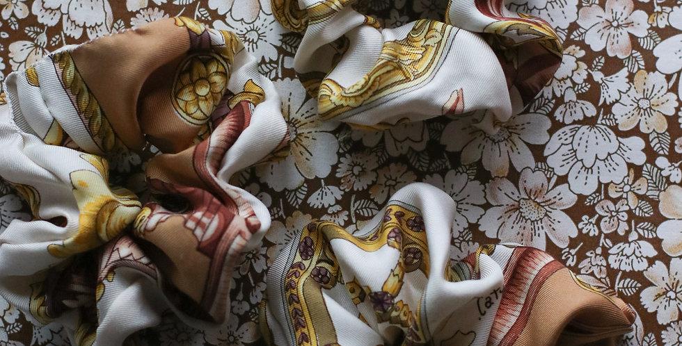 Strikker av vintage silkeskjerf