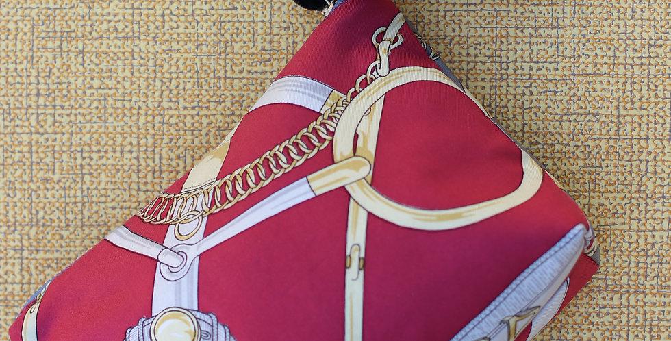 Clutch nr 40 re-designet av vintage silkeskjerf