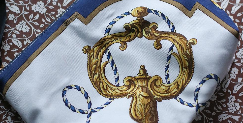 Clutch nr 12 re-designet av vintage silkeskjerf