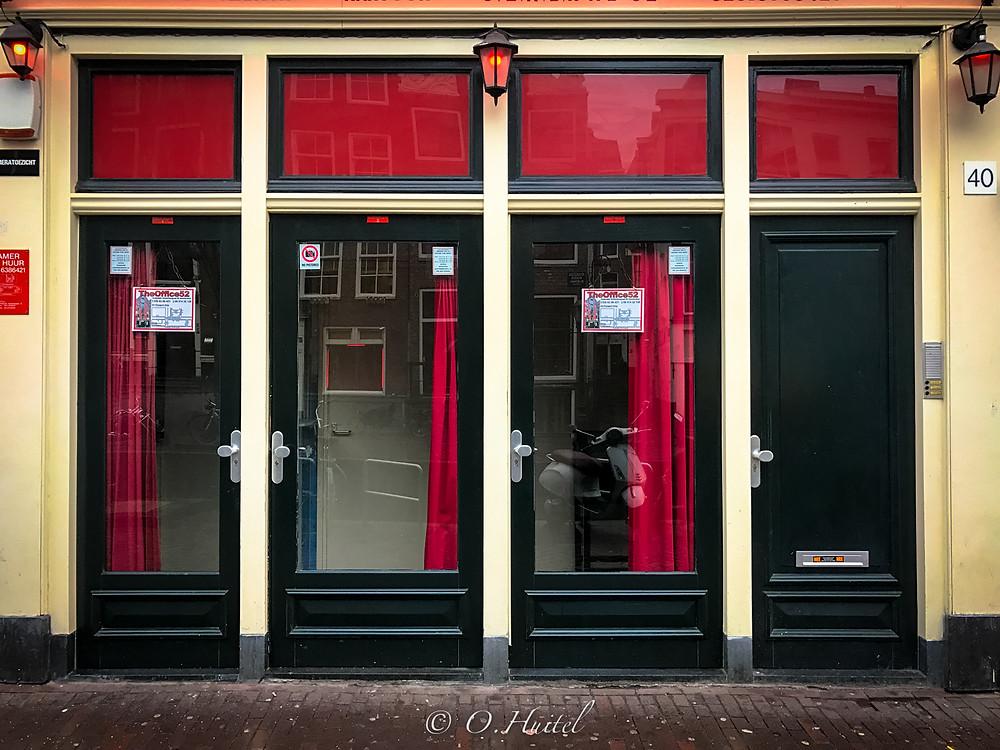Les célèbres vitrines du quartier Rouge.
