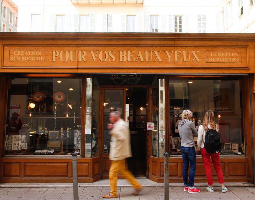 Pour Vos Beaux Yeux à Nice.