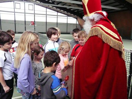 Nikolaus besucht Jugendgruppe