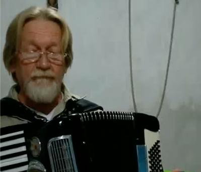 """Pastor Leonídio Gaede traduz e interpreta o hino """"So nimm denn meine Hände"""