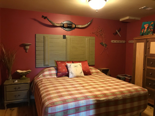 Lodge bull room 2