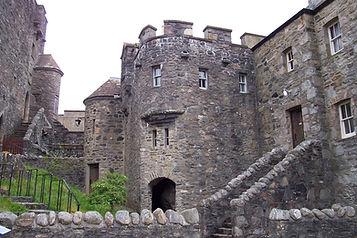 a scotland castle eilean donan.jpg