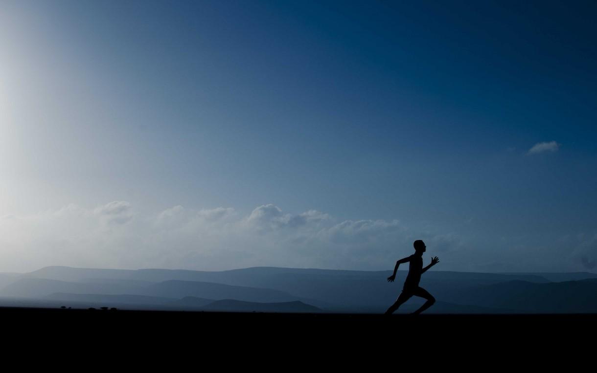 Running-Grand-Bara-Desert-Djibouti-1220x763
