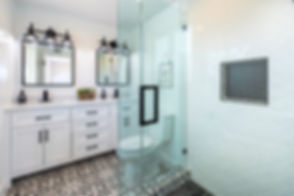 photo-of-a-bathroom-2988865%20(1)_edited.jpg