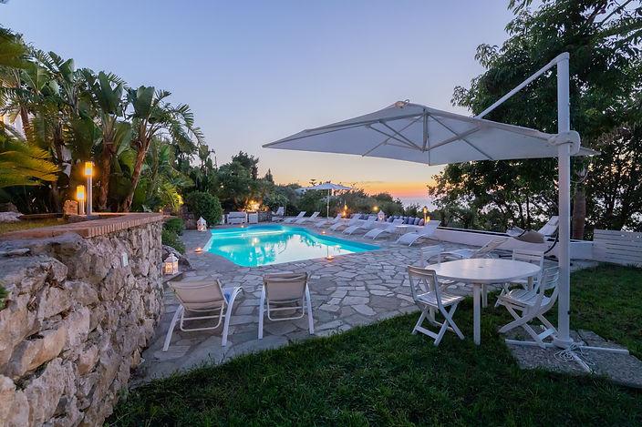 Villa Grotta Azzurra.jpeg